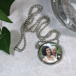 Picture Perfect Wedding Photo Circle Frame Necklace
