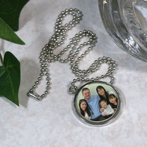 Picture Perfect Family Photo Circle Frame Necklace