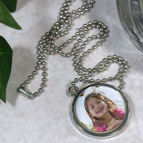 Picture Perfect Photo Circle Frame Necklace U147369